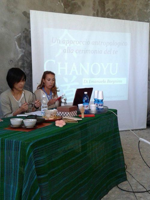 A destra l'antropologa Emanuela Borgnino e a sinistra la giornalista giapponese Sayaka Miyamoto