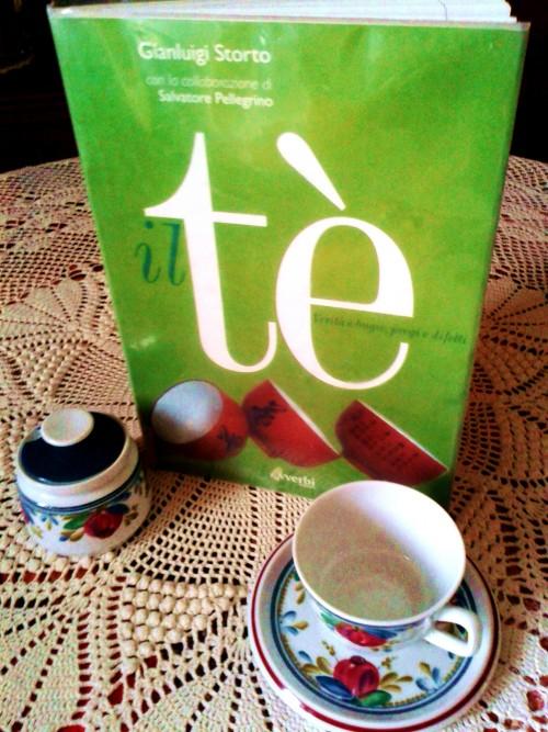 avverbi edizioni   the little tea room - Un Piccolo Giardino Fragrante
