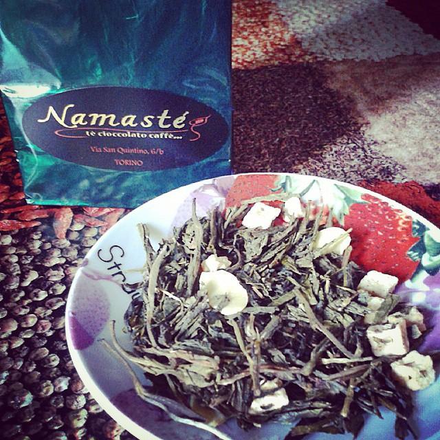 Samarcanda by Namasté: sencha aromatizzato alla cannella, mandorla, mela e vaniglia.